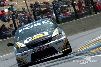 Craig Lowndes makes the most of it while in the lead