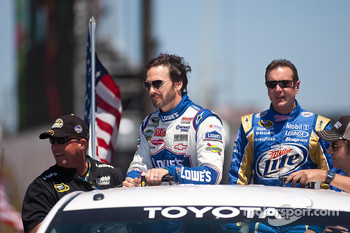 Jimmie Johnson, Hendrick Motorsports Chevrolet and Kurt Busch, Penske Racing Dodge