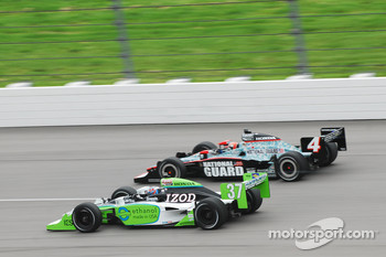 Ryan Hunter-Reay, Andretti Autosport passes Dan Wheldon, Panther Racing