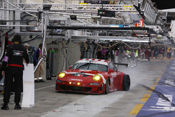 #97 BMS Scuderia Italia Porsche 911 GT3 RSR: Marco Holzer, Richard Westbrook, Timo Scheider with a flat tire