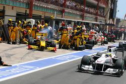 Robert Kubica, Renault F1 Team pit stop