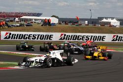 Pedro de la Rosa, BMW Sauber F1 Team leads Robert Kubica, Renault F1 Team