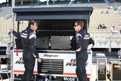Helio Castroneves, Team Penske and Ryan Briscoe, Team Penske