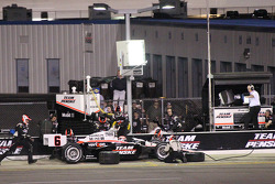 Pit stop for Ryan Briscoe, Team Penske