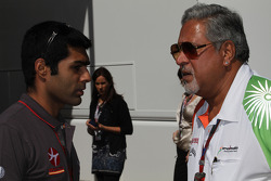 Karun Chandhok, Hispania Racing F1 Team HRT with Vijay Mallya Force India F1 Team Owner