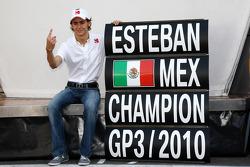 Esteban Gutierrez celebrates winning the GP3 Championship, with the BMW Sauber F1 Team