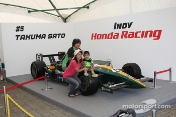 Fans with the car of Takuma Sato, KV Racing Technology