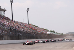 Start: Helio Castroneves, Team Penske leads the field
