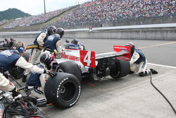 Pit stop for Dan Wheldon, Panther Racing