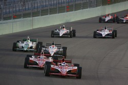 Dario Franchitti, Target Chip Ganassi Racing, Scott Dixon, Target Chip Ganassi Racing lead the field