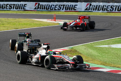 Sakon Yamamoto, Hispania Racing F1 Team leads Jarno Trulli, Lotus F1 Team