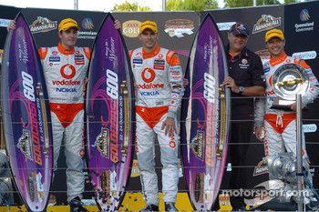 Podium: race winners Jamie Whincup and Steve Owen, with Roland Dane, Andy Priaulx - Team Vodafone