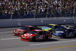 Start: Juan Pablo Montoya, Earnhardt Ganassi Racing Chevrolet and Clint Bowyer, Richard Childress Racing Chevrolet lead the field