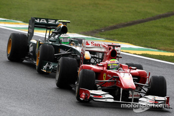 Felipe Massa, Scuderia Ferrari leads Heikki Kovalainen, Lotus F1 Team