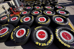 Wheels and tires for Aric Almirola, Richard Petty Motorsports Ford