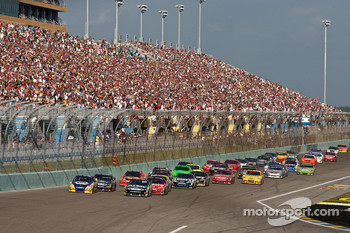 Carl Edwards, Roush Fenway Racing Ford and Martin Truex Jr., Michael Waltrip Racing Toyota lead the field on a restart