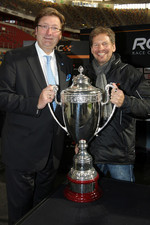 Draw for the race order: mayor of Dsseldorf Dirk Elbers and ROC organiser Frederik Johnson
