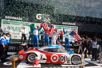 DP victory lane: class and overall winners Joey Hand, Scott Pruett, Graham Rahal and Memo Rojas celebrate