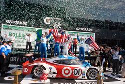 DP victory lane: class and overall winners Joey Hand, Scott Pruett, Graham Rahal and Memo Rojas celebrate
