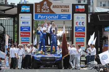 Podium: car category winners Nasser Al Attiyah and Timo Gottschalk