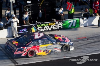 Kasey Kahne, Red Bull Racing Team Toyota in the pit with damage
