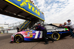 Car of Denny Hamlin, Joe Gibbs Racing Toyota pushed to the starting grid