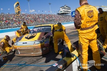 Pit stop for David Ragan, Roush Fenway Racing Ford