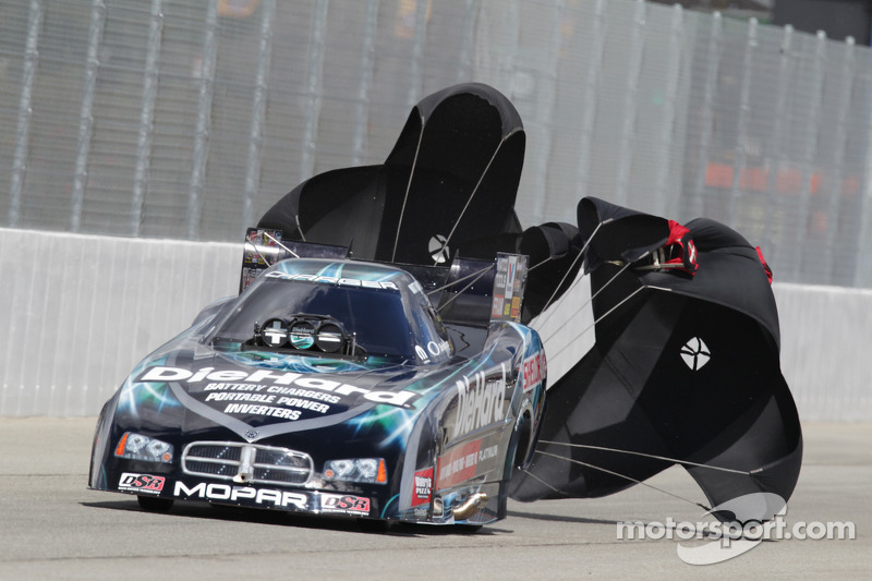 Matt Hagan deploys the parachutes aboard his Die Hard Dodge Charger Funny Car