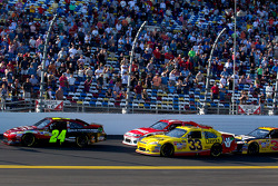 Start: Jeff Gordon, Hendrick Motorsports Chevrolet leads the field