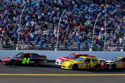 Start: Jeff Gordon, Hendrick Motorsports Chevrolet leads the field