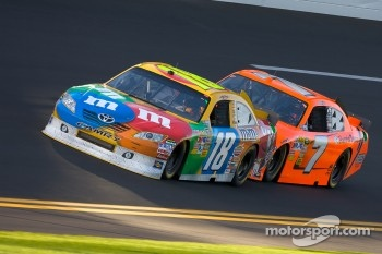 Kyle Busch, Joe Gibbs Racing Toyota and Robby Gordon, Robby Gordon Motorsport Dodge