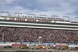 Start: Matt Kenseth leads the field