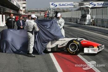 Hispania Racing Team, HRT unveils new F111