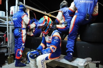Loic Duval waits for the final pit stop