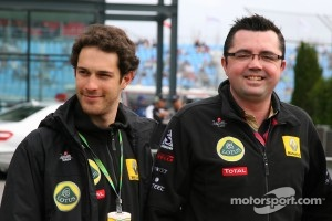 Bruno Senna, Lotus Renault GP and Eric Boullier, Team Principal, Lotus Renault GP