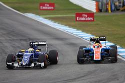 Marcus Ericsson, Sauber C35 and Rio Haryanto, Manor Racing MRT05 battle for position