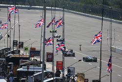 Erinnerung an Justin Wilson: Britische Flaggen auf Halbmast