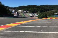 Formule 1 Photos - Les vibreurs du virage de l'Eau Rouge