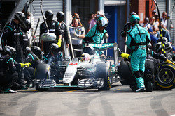 Lewis Hamilton, Mercedes AMG F1 W07 Hybrid makes a pit stop