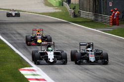 (L to R): Nico Hulkenberg, Sahara Force India F1 VJM09 and Fernando Alonso, McLaren MP4-31 battle for position