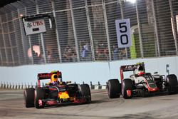 Max Verstappen, Red Bull Racing RB12 and Esteban Gutierrez, Haas F1 Team VF-16