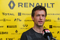 Formula 1 Photos - Jolyon Palmer, Renault Sport F1 Team with the media