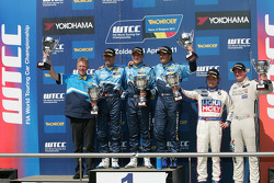 Robert Huff, Chevrolet Cruze 1.6T, Chevrolet race winner, Alain Menu, Chevrolet Cruze 1.6T, Chevrolet 2nd position and Yvan Muller, Chevrolet Cruz 1.6T, Chevrolet 3rd position, Kristian Poulsen BMW 320 TC, Liqui Moly Team Engstler and Michel Nykjer Seat L