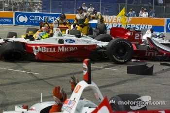 Jimmy Vasser pleads with the safety crew to get him underway