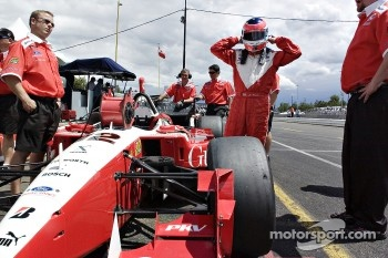 Jimmy Vasser gets ready to qualify