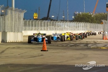 Start: Mario Dominguez leads the field