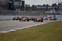Start: Justin Wilson and Sébastien Bourdais battle for the lead