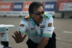Newman/Haas/Lanigan Racing crew member signals to Graham Rahal