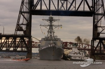USS Howard Destroyer under Hawthorne Bridge built in 1910