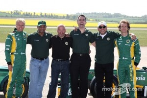 Heikki Kovalainen, Team Lotus, Tony Fernandes, Team Lotus, Team Principal, Mike Gascoyne, Team Lotus, Chief Technical Officer, Ansar Ali, Caterham Cars, Jarno Trulli, Team Lotus
